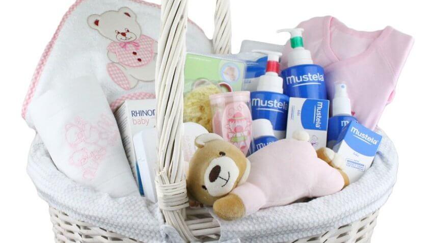 f5d32a66f9 10% de desconto nas cestas com produtos especiais para bebé na farmacia  ahorro